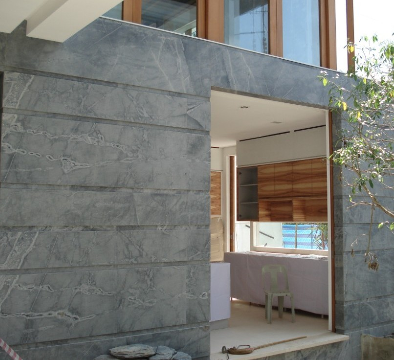 PLATINUM KARZAI granite